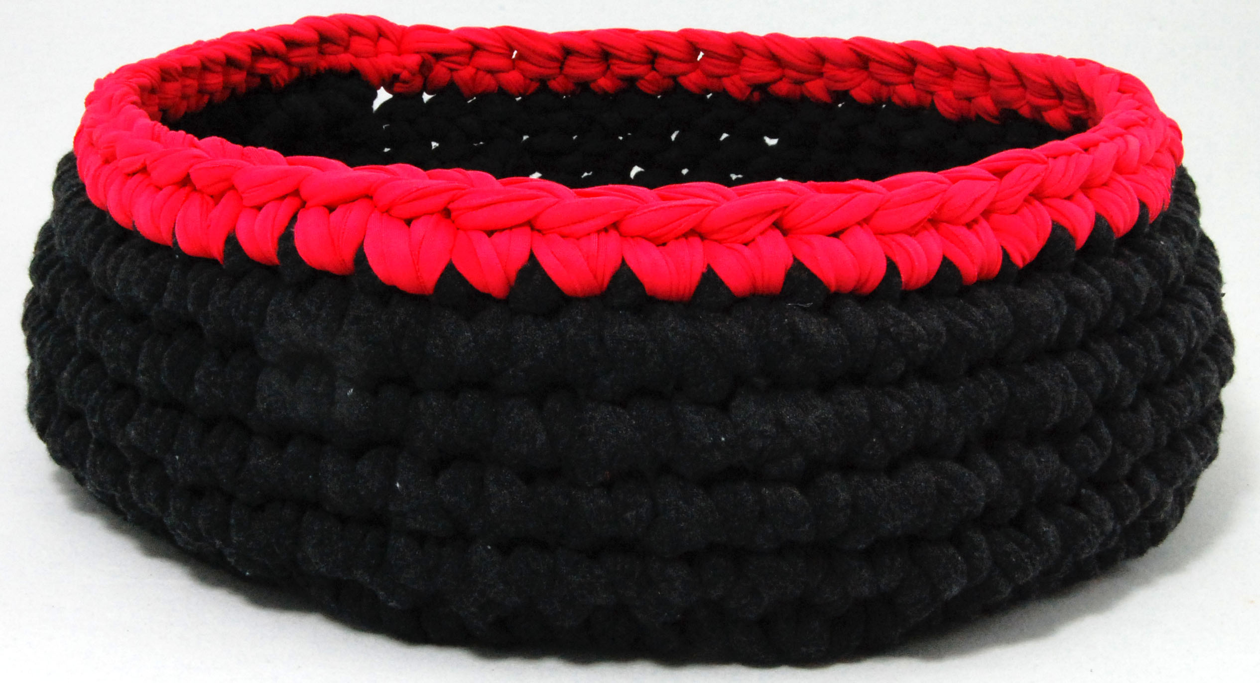 HOW TO MAKE A CAT BED USING OHHIO BRAID - YouTube | 1373x2530